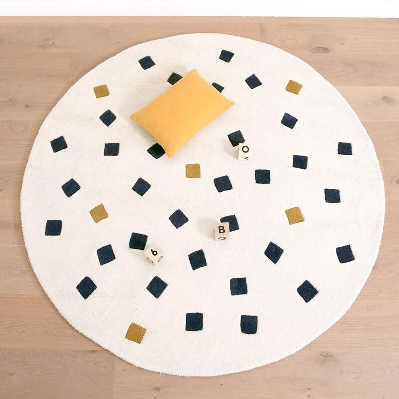 tapis petits carres blanc rond chambre b b par lilipinso. Black Bedroom Furniture Sets. Home Design Ideas